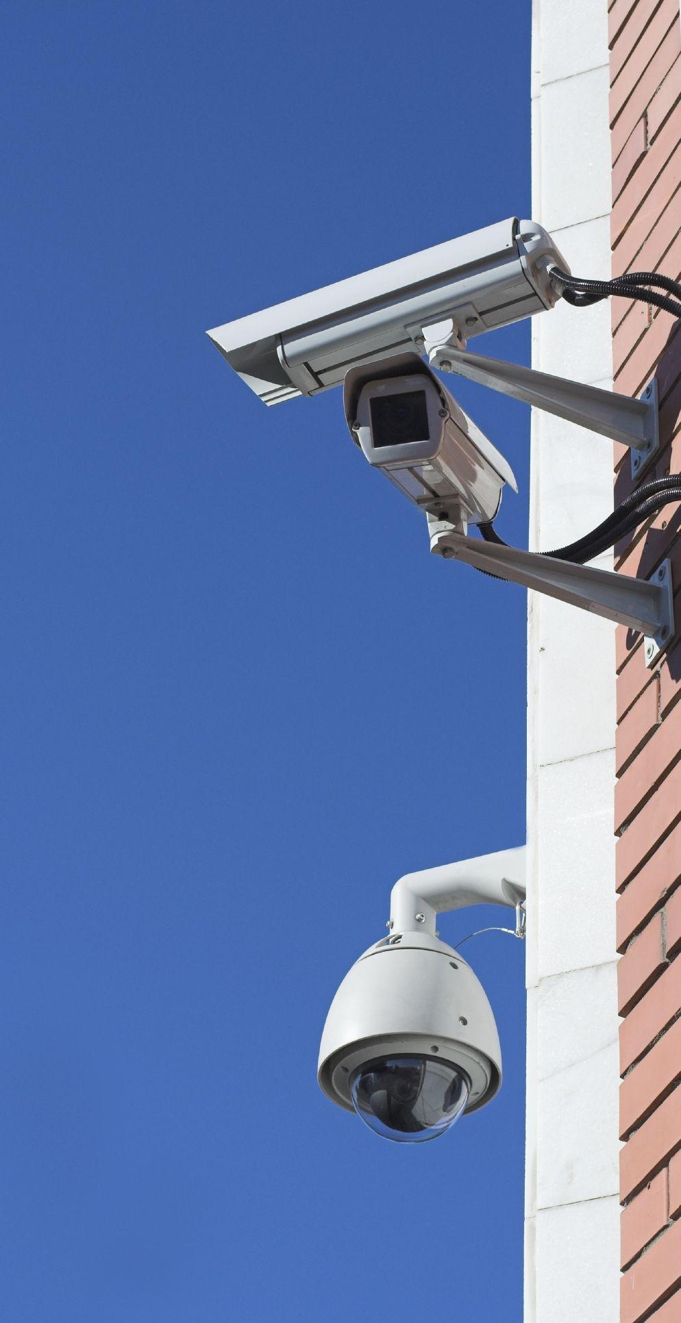 Стена с камерами 10