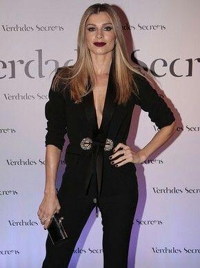 Grazi Massafera em festa da novela Verdades Secretas. Macacão preto sexy e  elegante. 75e463ff09