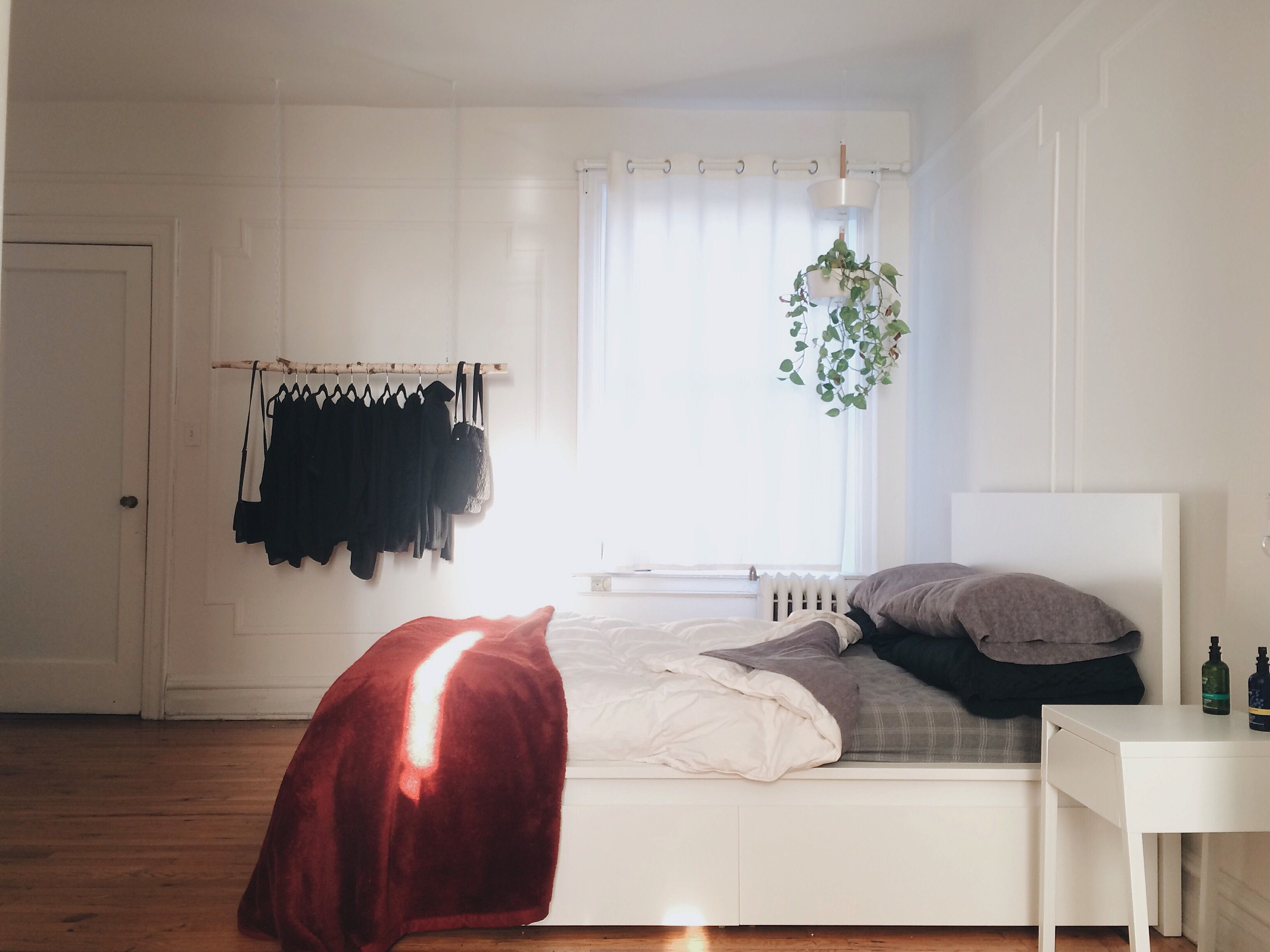 reducing simple minimal clutter bed daily habits