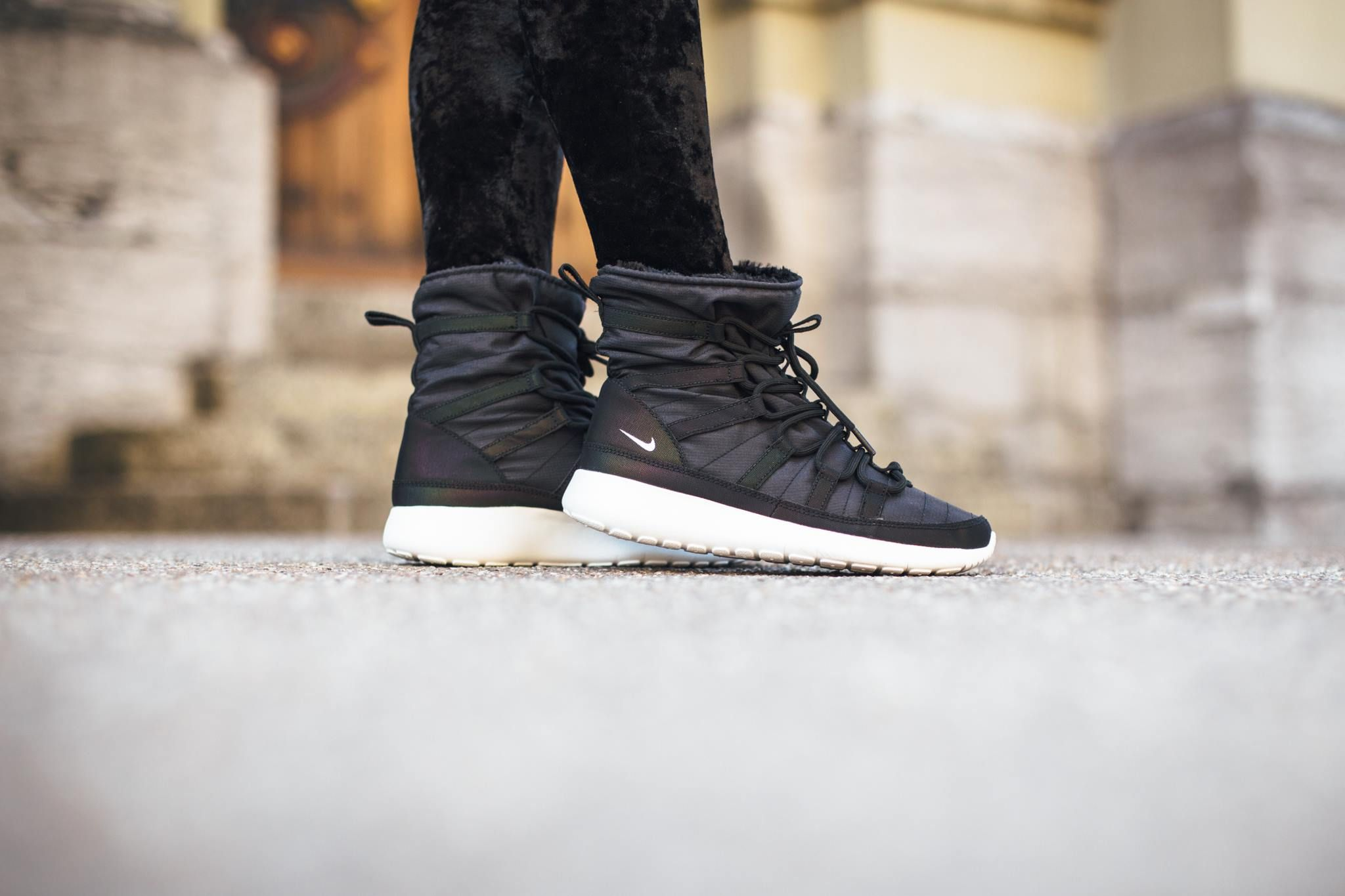 47d9c0d2ec08 ... spain nike roshe one hi flash black metallic silver summit white 2  0afa3 0e944