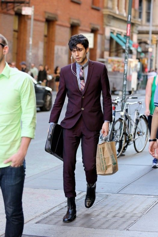 He freaking owned this. What made me do a double take is that his briefcase is being held up by something on his belt, or something in that area. Take not that his right hand isn't holding the case. #fashion