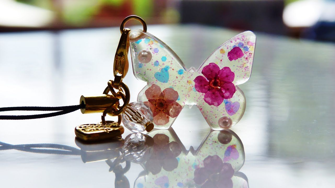 Tutorial Dried flowers resin butterfly Resina, Collares