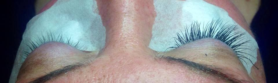 Before after picture of silk eyelash extensions silk