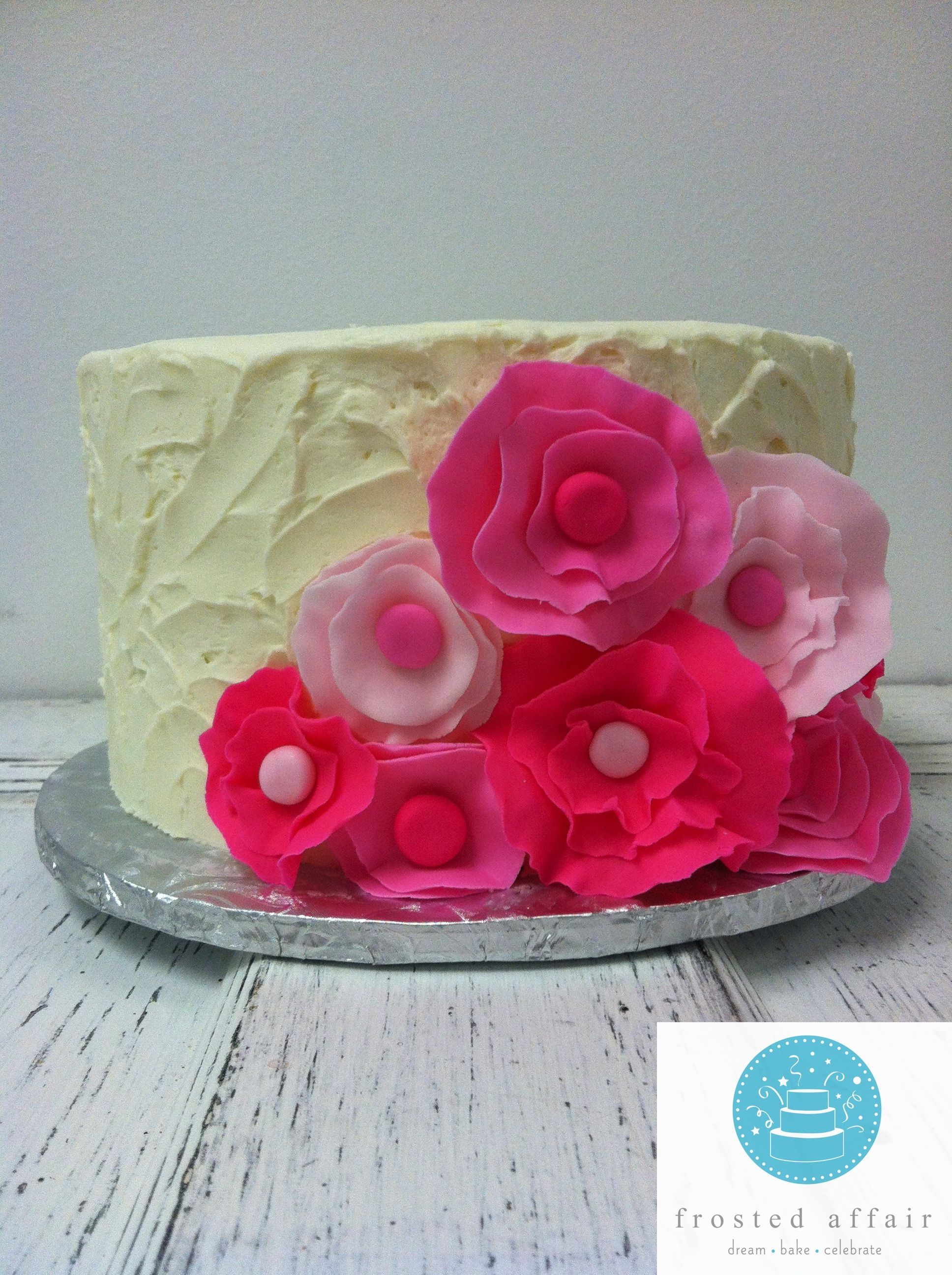 We Love Pink Pretty Pink Flower Cake Adult Cakes Pinterest Cake