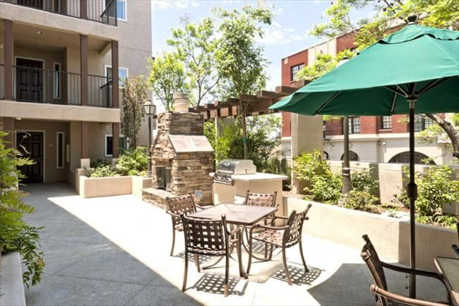Dunbar Village Is An 83 Unit Senior And Family Community Located In The Heart Of Central Avenue S Historic Jazz Affordable Apartments Dunbar Affordable Housing
