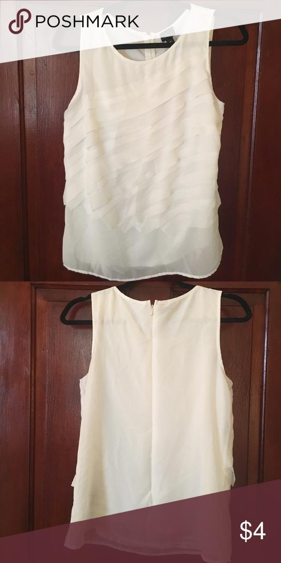 Worthington off-White blouse Work top. EUC. Off-White or light cream. Size medium. Worthington Tops Blouses