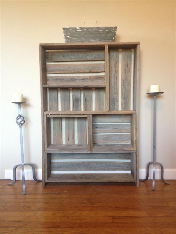 Diy pallet art style shelf multipurpose pallet for Diy shelves pinterest