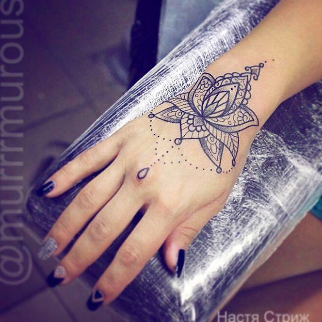 Great Tattoo I Would Love To Have The Same Tatouage Tatouage Dentelle Tatouage Poignet