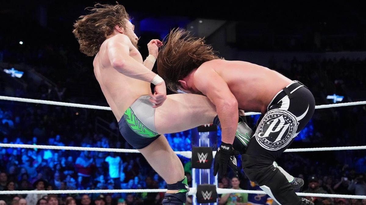 Vídeo: Cordas do ringue arrebentam durante evento ao vivo da WWE