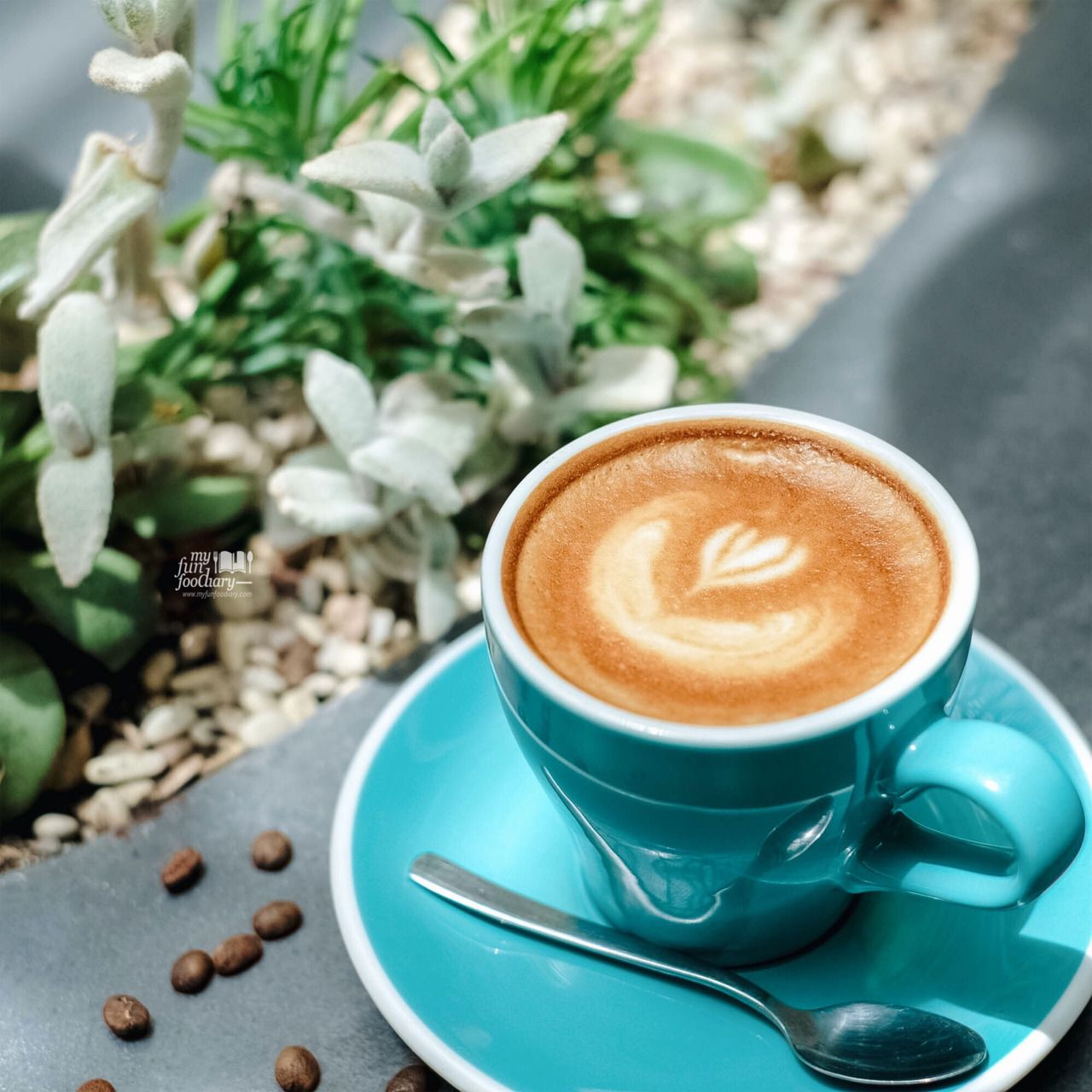 [BANDUNG] Sydwic Cafe All White Instagenic Cozy Cafe