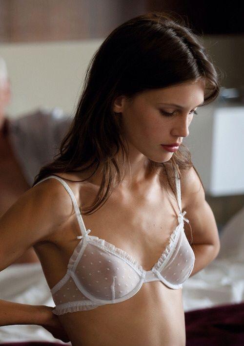 2017d0cd961a7 White bra    naked skin