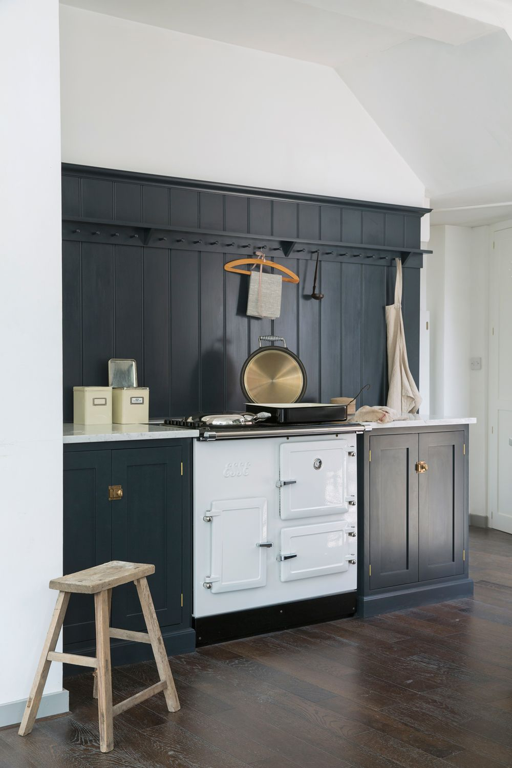 Simple shaker style and a beautiful white esse range cooker in