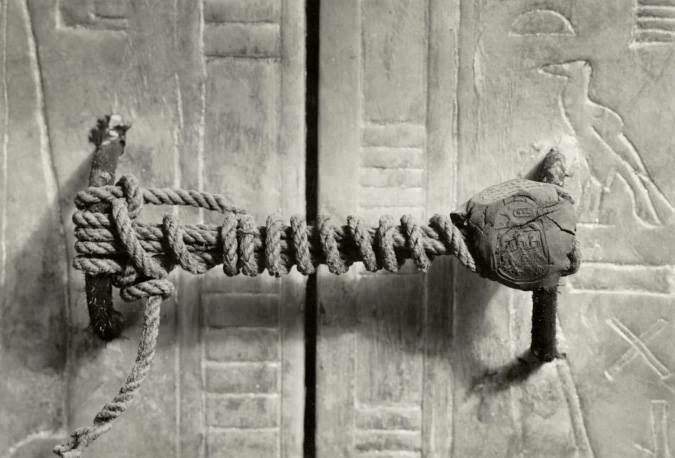 """El sarcófago de Tutankamon con su """"candado"""" completo"""