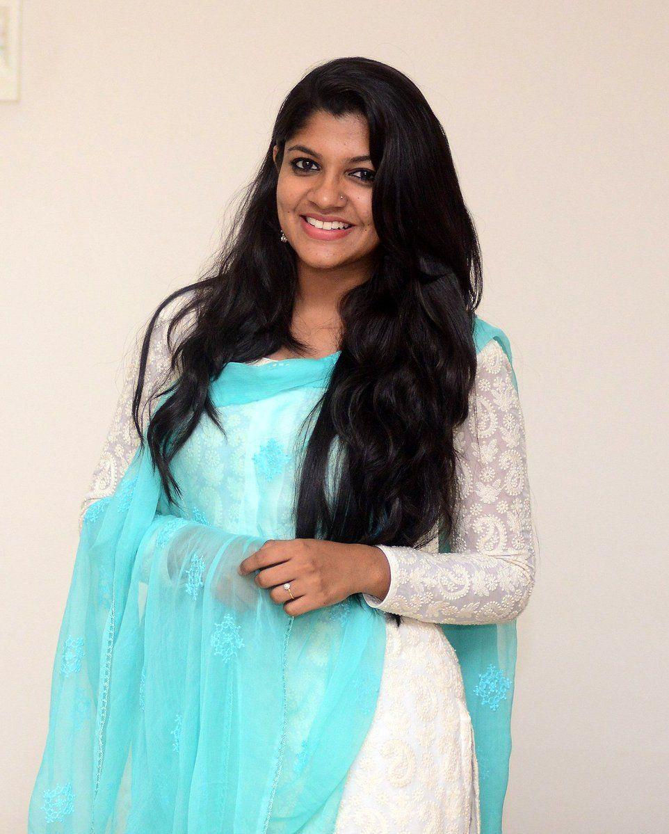 Bollywood Actress DivyaBalamurali HotPhotos MakeUp