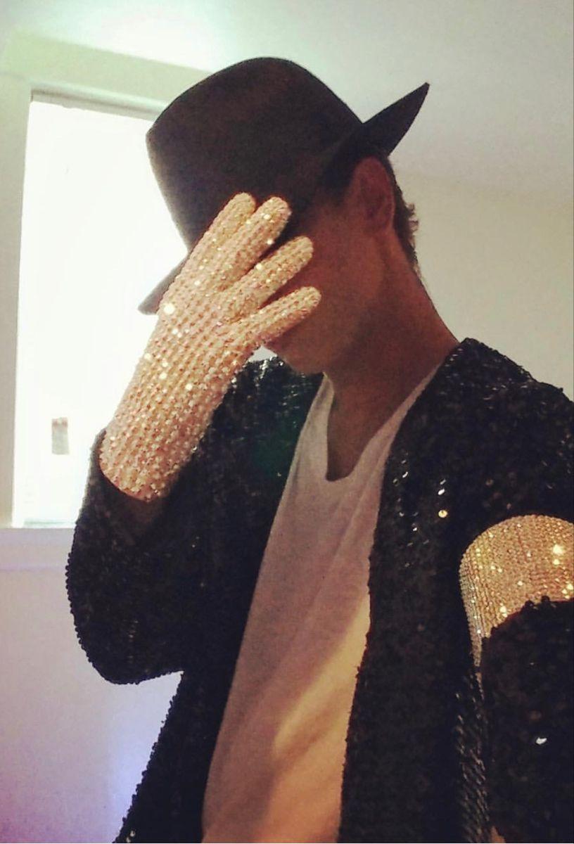 Michael Jackson Billie Jean Jacket And Glove Michael Jackson Outfits [ 1200 x 816 Pixel ]