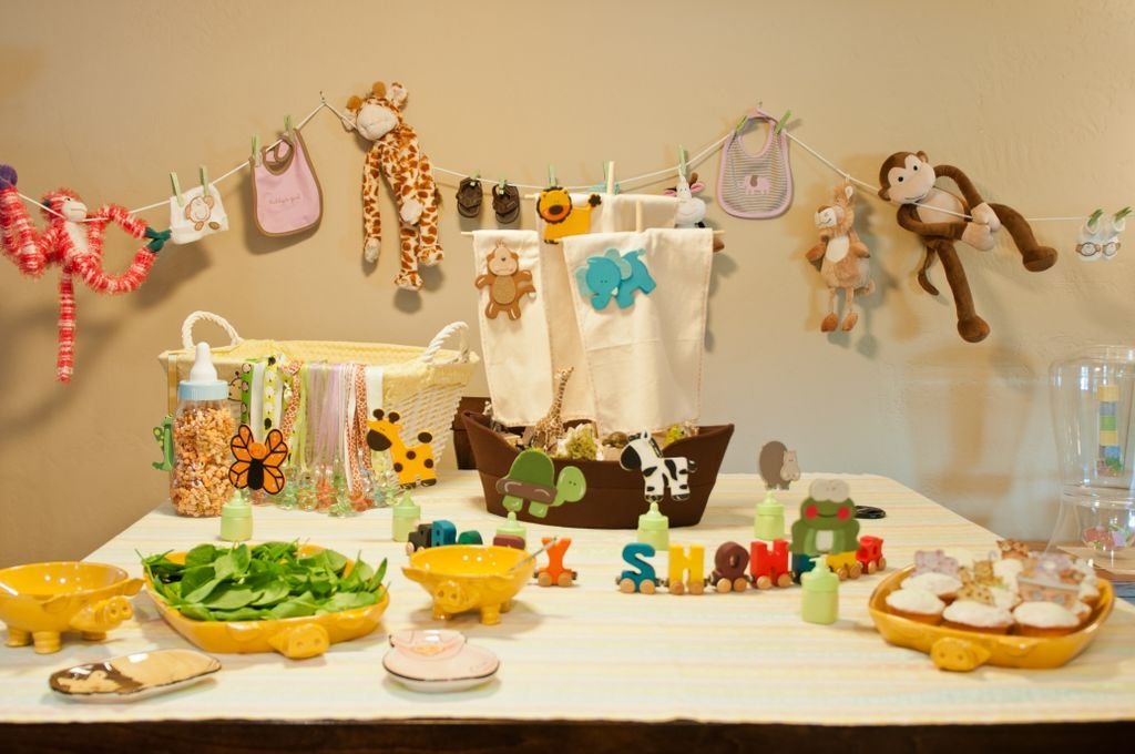 Baby shower animal theme baby shower pinterest for Baby shower jungle theme decoration ideas