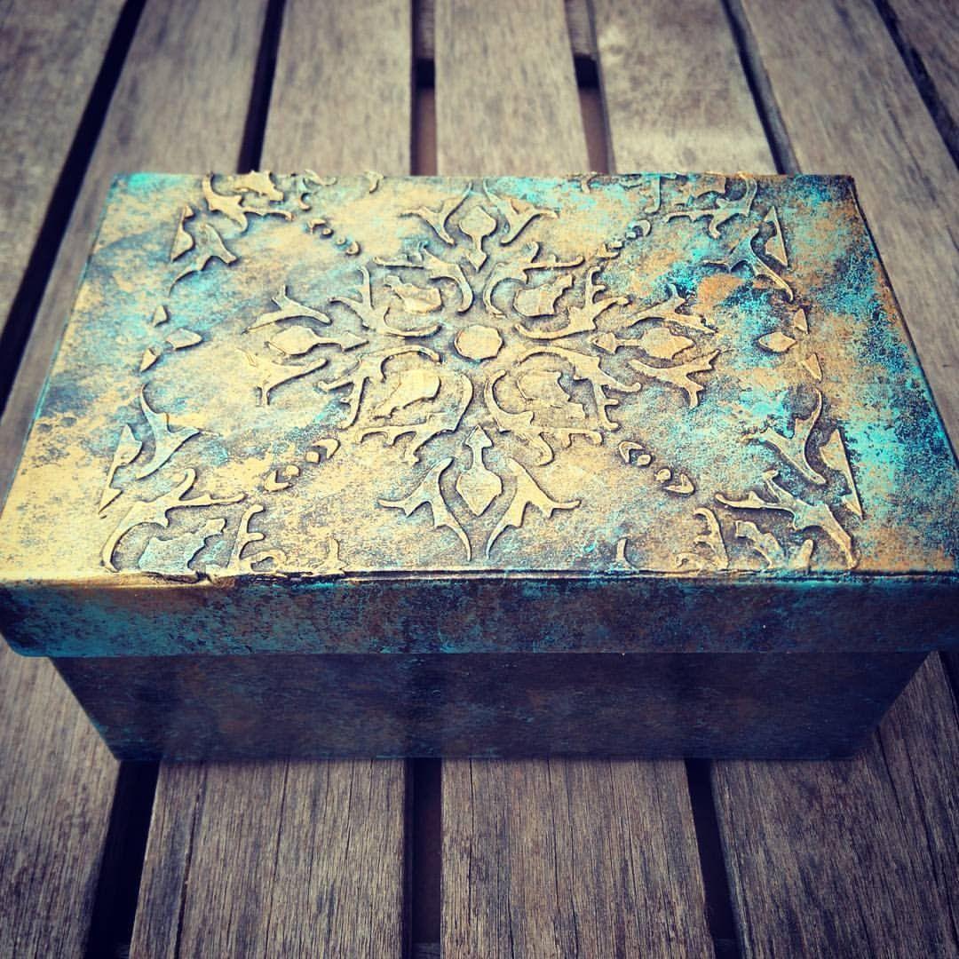 C mo reciclar y decorar una caja con pasta de relieve - Como decorar cajas de madera paso a paso ...