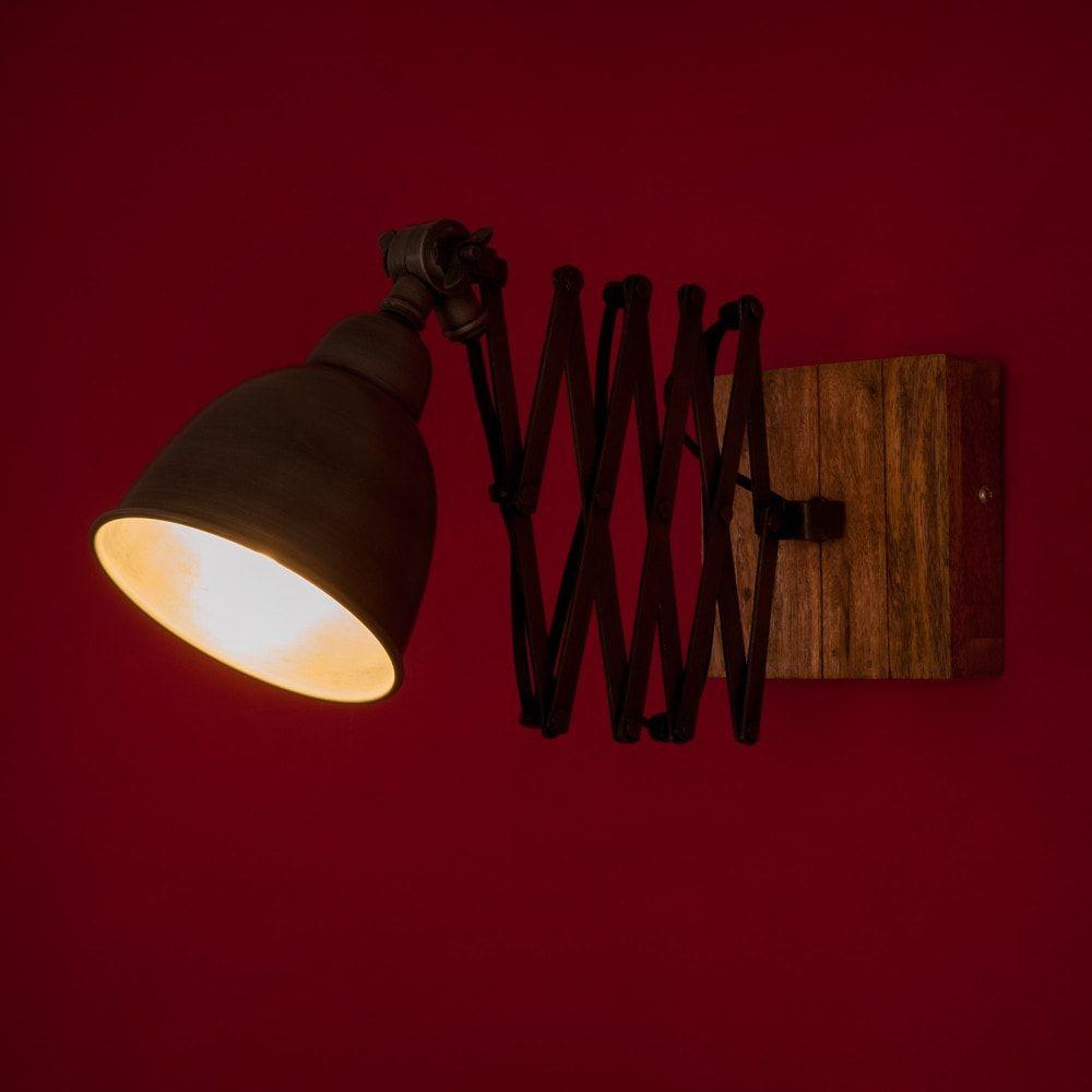 Erweiterbare Wandlampe im Industriestil aus Metall und Mangoholz