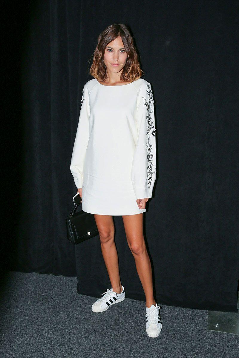 ac559256b Top looks. De zapatillas y looks en blanco | Events. | Vestido y ...