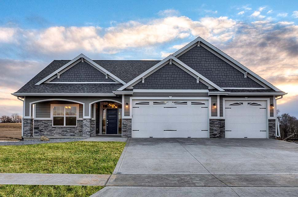 Photo of Traditional Style House Plan 75458 with 3 Bed , 2 Bath , 3 Car Garage