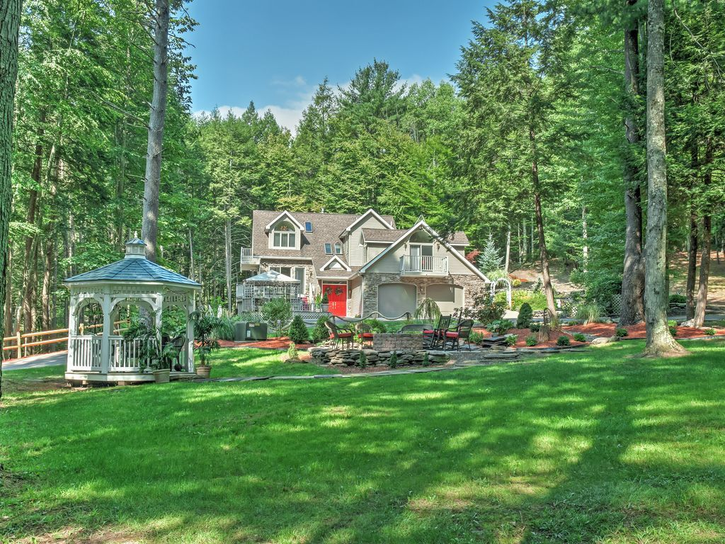 4BR Forkston House near Ricketts Glen!. Drop all of your everyday worries and escape to the Lodge at Singing Waters in the woods of Pennsylvania with this el...