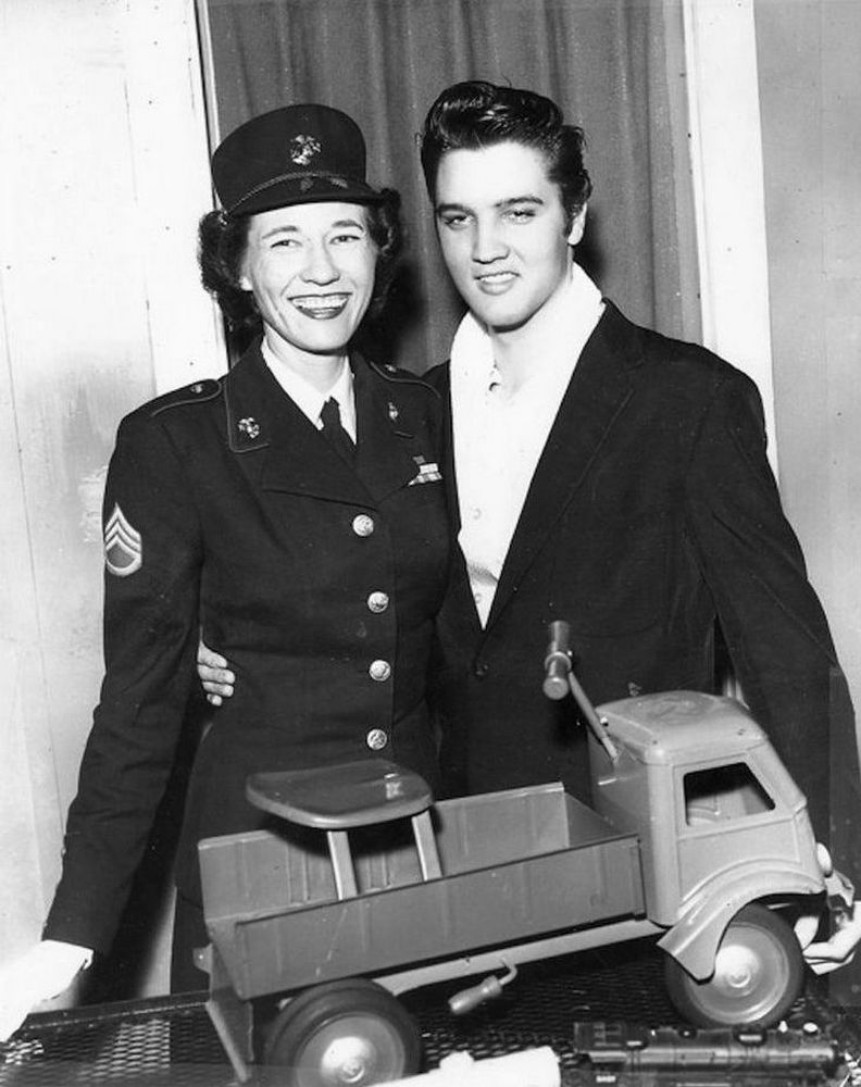 December 16 Events Today In Elvis Presley History Elvis Presley Elvis Presley Elvis Presley Priscilla Young Elvis