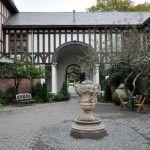 Belcourt Castle, Courtyard