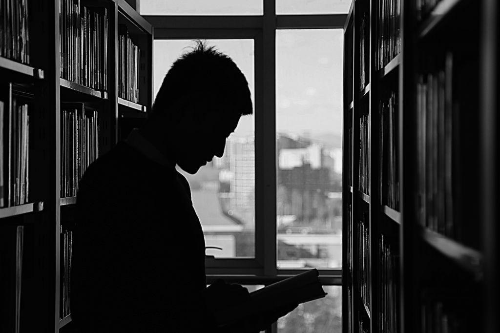 Las bibliotecas del siglo XXI replantean su papel en el proceso de aprendizaje - https://webadictos.com/2017/04/13/bibliotecas-del-siglo-xxi/?utm_source=PN&utm_medium=Pinterest&utm_campaign=PN%2Bposts