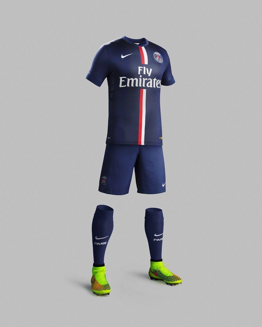 5e4f0e35fe09a Zlatan Ibrahimovic en 3D présente le nouveau maillot du PSG ...