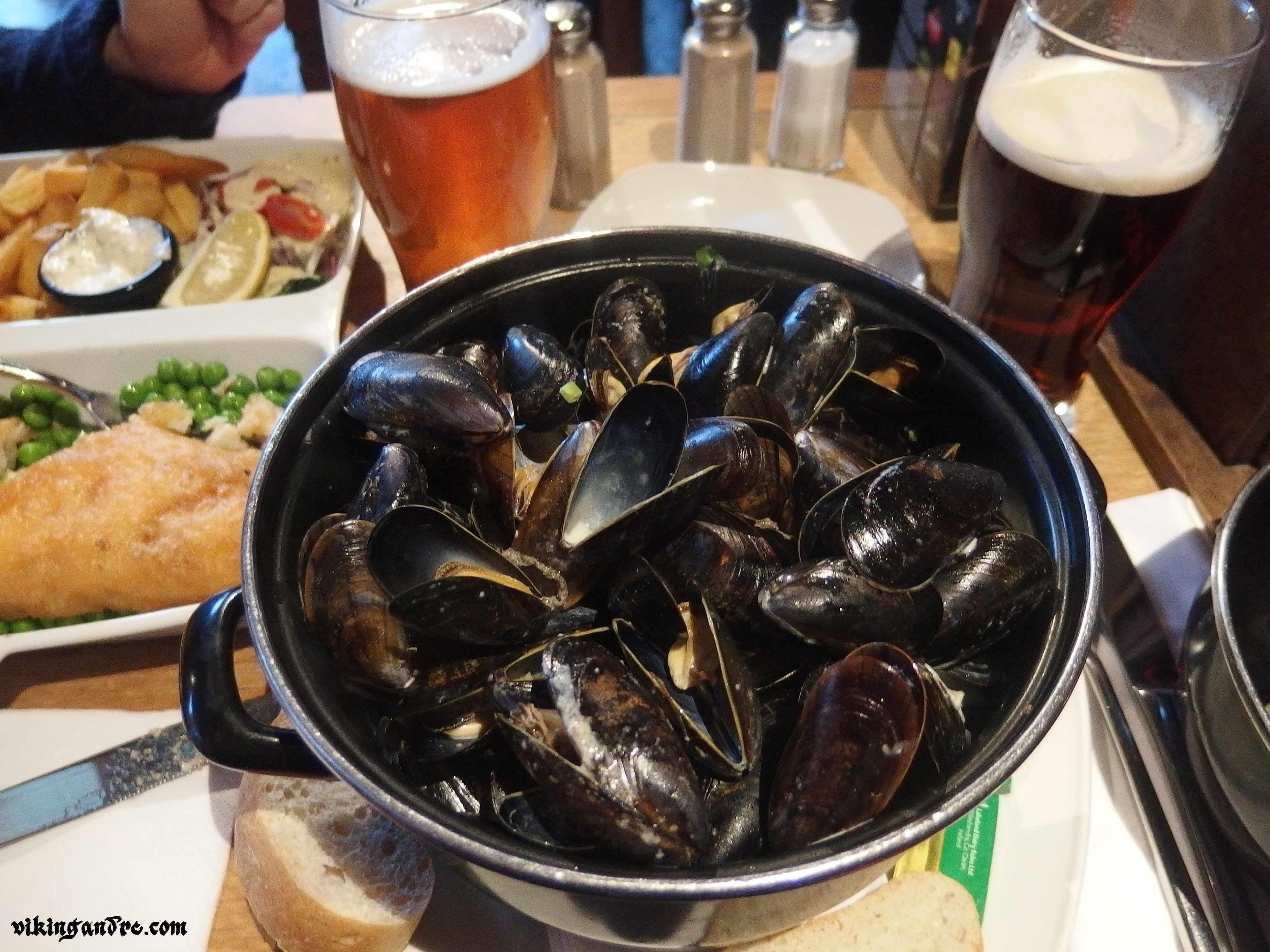 Fish&chips, mussels, craft beer @ The Porterhouse, Temple Bar, Dublin, Ireland (vikingandre.com)