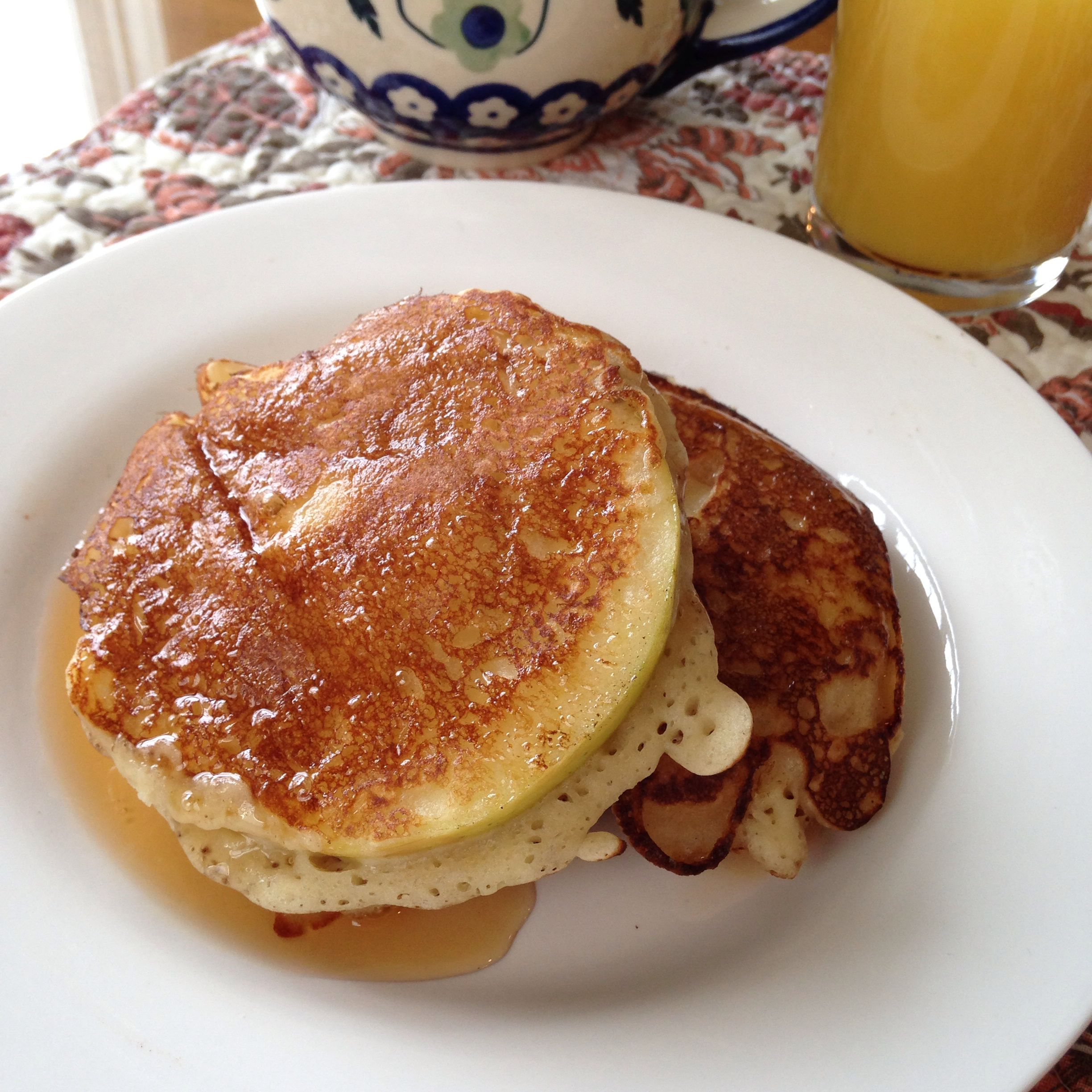 #Banapple Buttermilk Pancakes at my friend's B&B, a perfect beginning for Sunday morning! Thanks Amiga!
