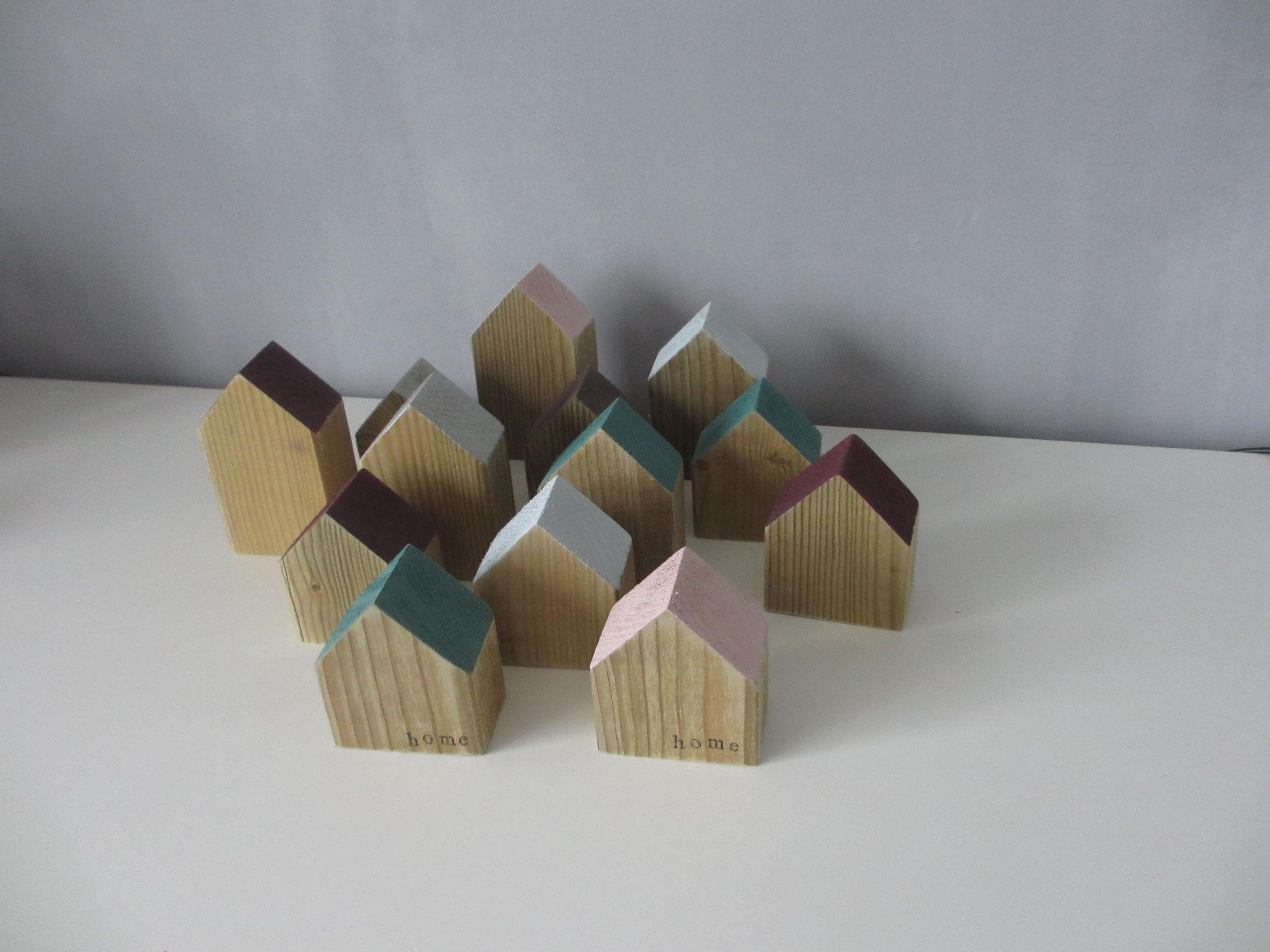 houten huisjes met gekleurd dak