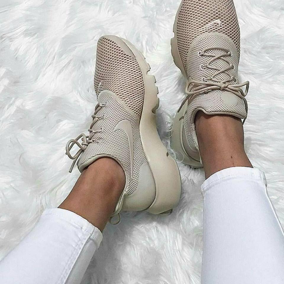Nike Presto Fly Beige Braun Foto Mandytat Instagram Mit Bildern Nike Schuhe Beige Nike Schuhe Nike Presto