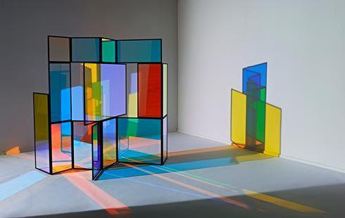 Möbeldesigner raumgestaltung mit dichroitischem glas farbeffektgläser für