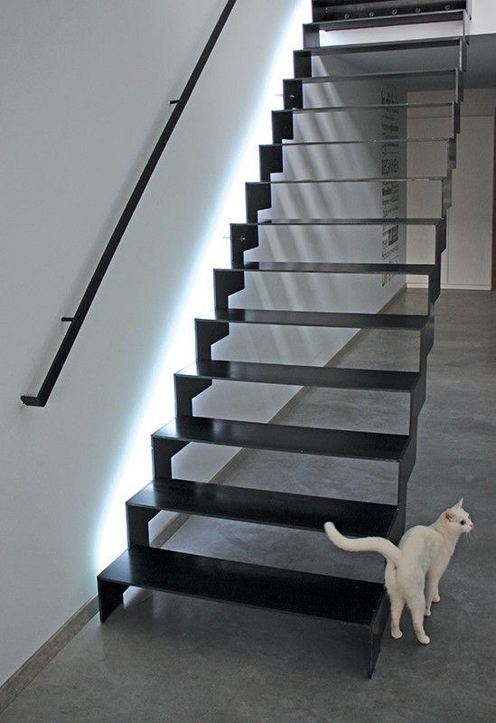 Kledingkast met open trap gehoor geven aan uw huis - Versier een trap ...