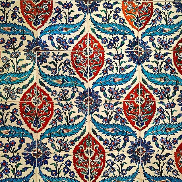 I saw these tiles at the V&A at the weekend and I love the colours and pattern. Each group of four tiles has the complete pattern which is symmetrical on the vertical axis. They are from Turkey probably Iznik from around 1580  #ihavethisthingwithtiles #vamuseum #rainbow_wall #nothingisordinary_  #symmetry #visitlondon #popyacolour_symmetry_1 #jj_indetail #symmetrykillers #tileaddiction by mcpiggott