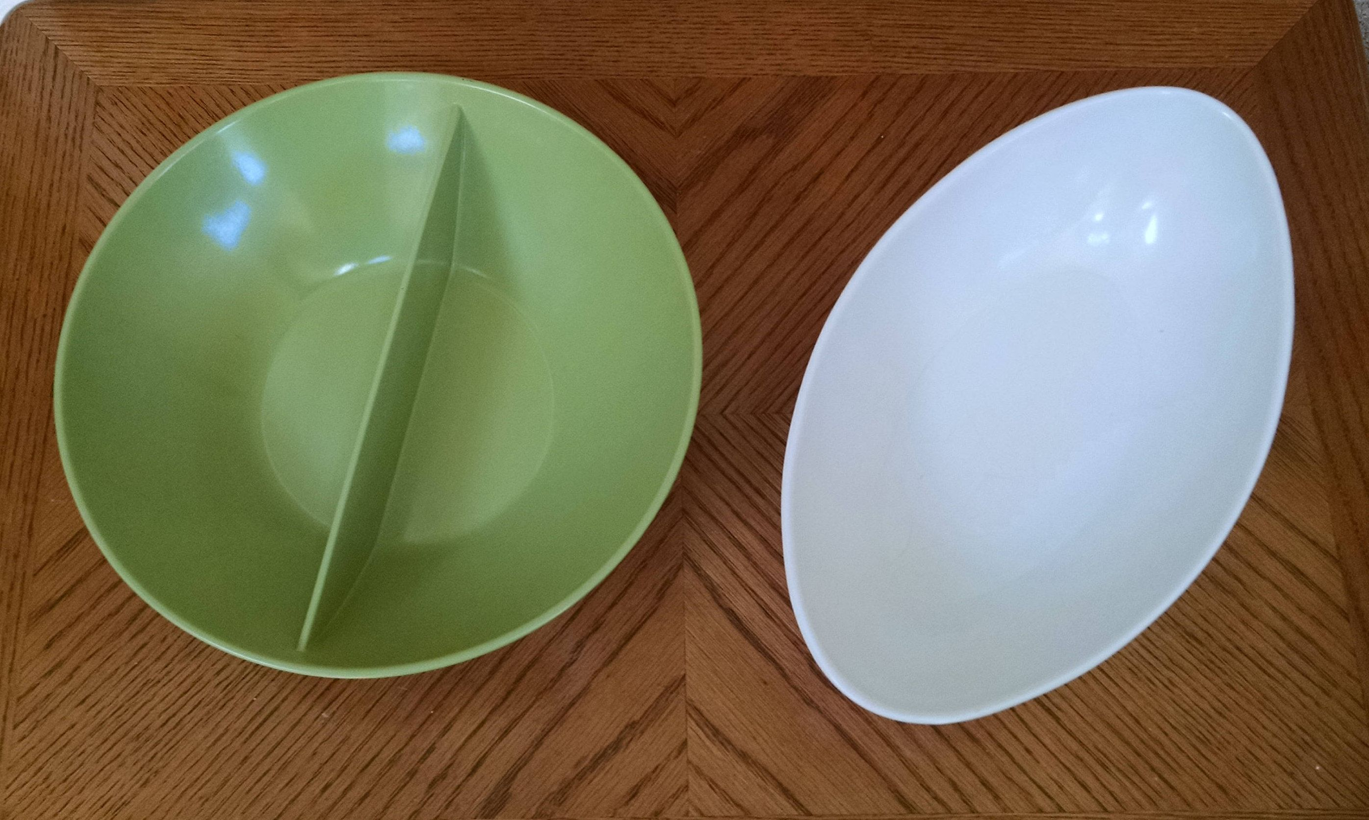 Melmac Bowls Round Green Divided Bowl And White Oval Oblong Bowl Mallo Belle Mallory Sun Valley Chicago Usa Ret Vintage Dinnerware White Bowls Bowl
