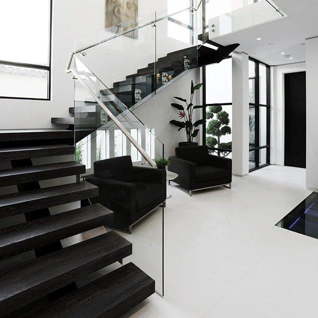 Elegante combinacion de colores contrastando el blanco for Combinacion de colores para paredes