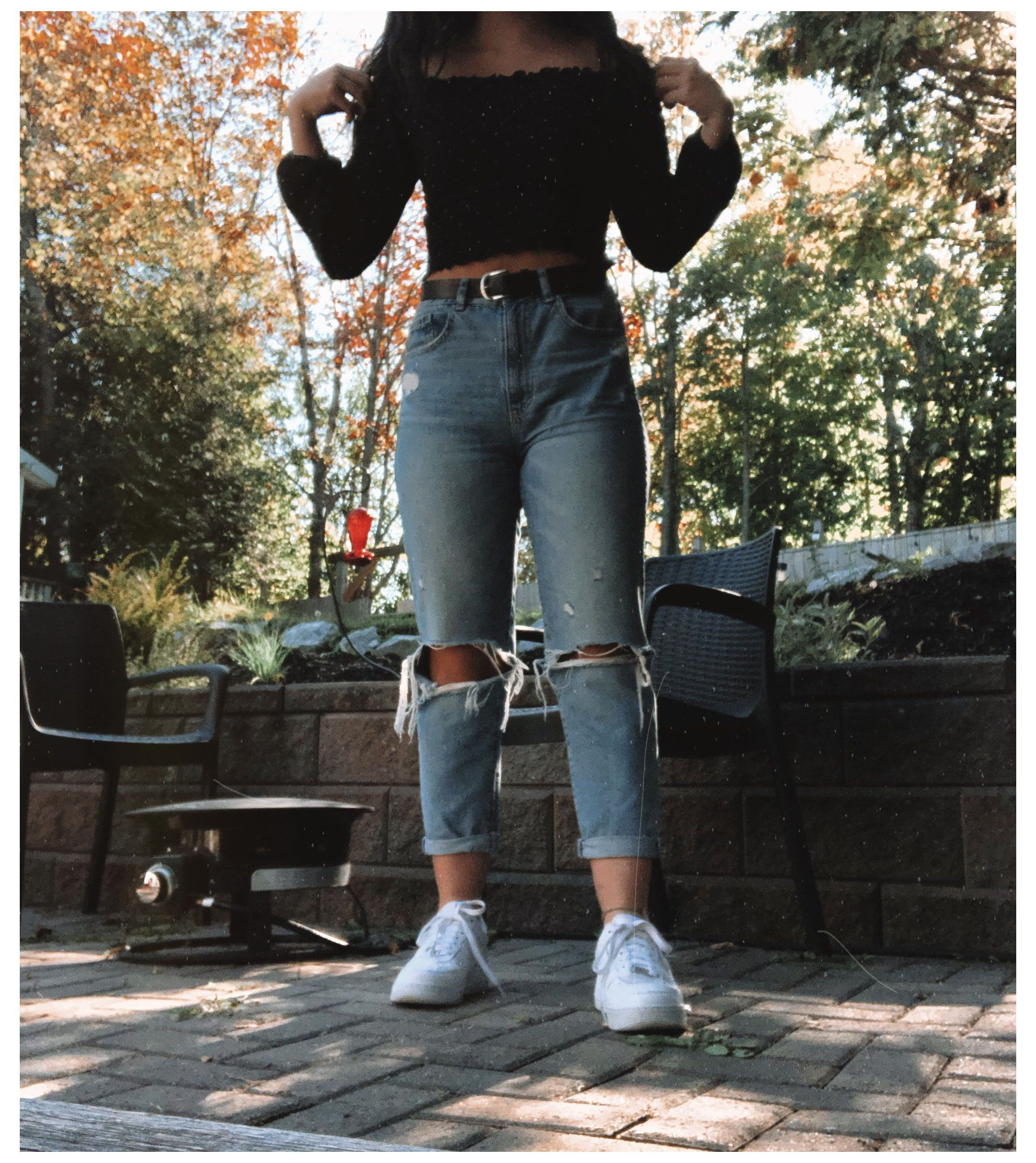 mom jeans outfit school