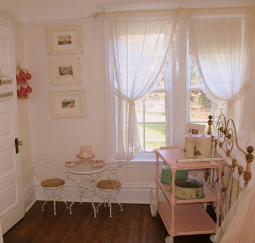 shabby chic decorating ideas shabby chic girl room 520x497 shabby chic girls room decorating. Black Bedroom Furniture Sets. Home Design Ideas
