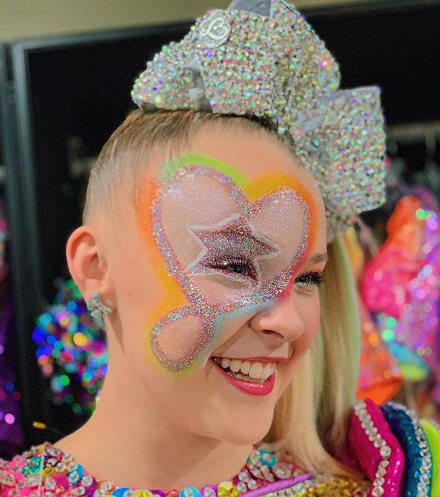 JoJo Siwa's Makeup Line Has Been Recalled Across Canada