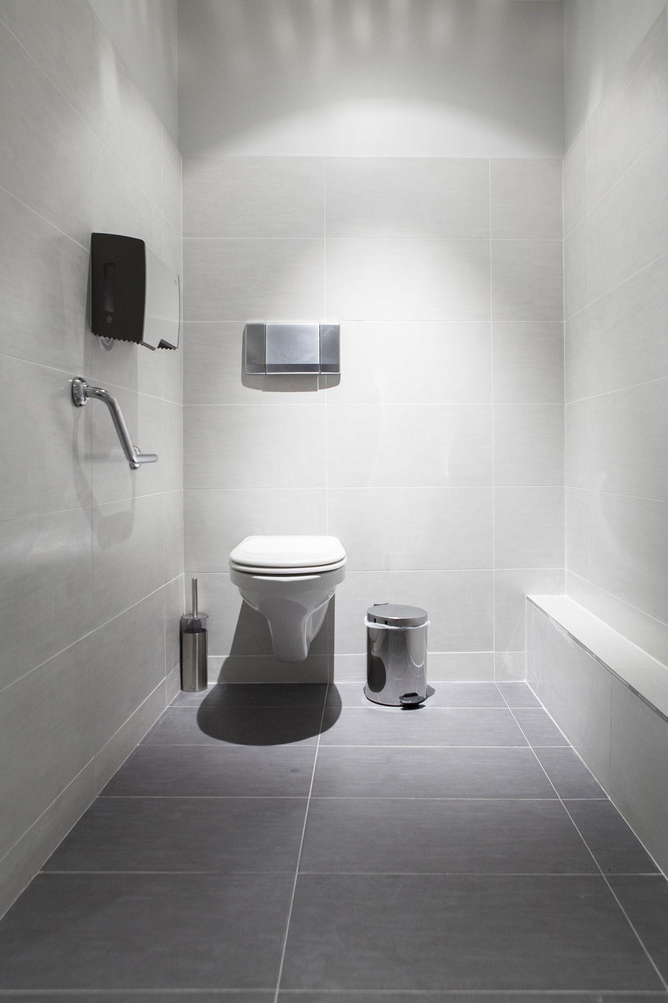 Casa-de-banho nos escritórios da Fromont Briens em Paris, França