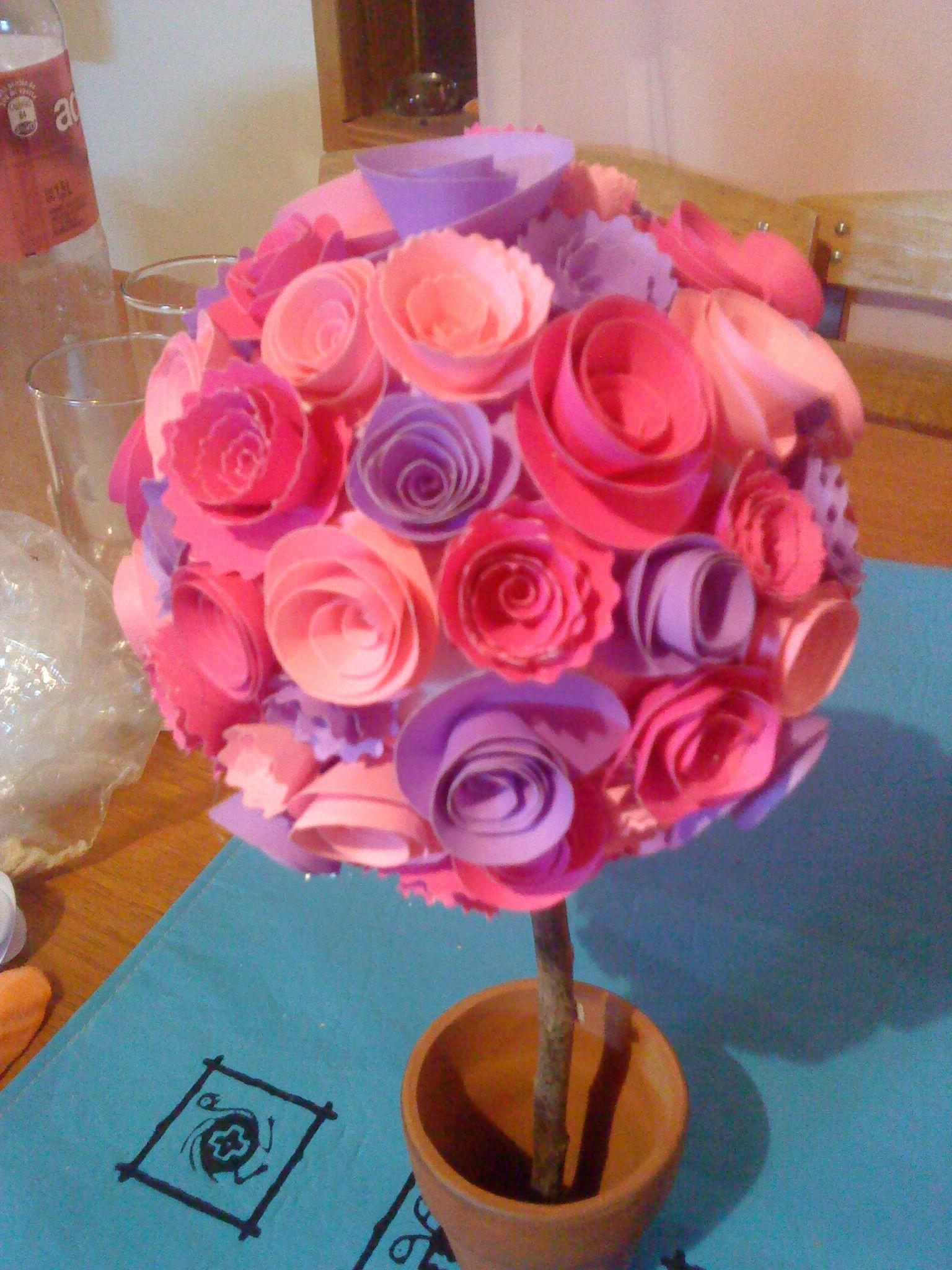 Topiario con flores de cartulina para el Bautismo de mi hija :)