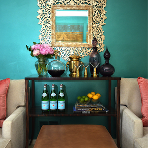 bright colours! Living room Teal wall / blue wall / pink couch ...