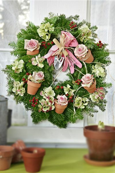 Just LOVE this wreath! Great way to keep using the Christmas wreath - christmas wreath decorations