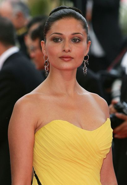 Actress Nurgul Yesilcay attends the premiere for the film 'Auf Der Anderen Seite' at the Palais des Festivals during the 60th International Cannes Film Festival on May 23, 2007 in Cannes, France.