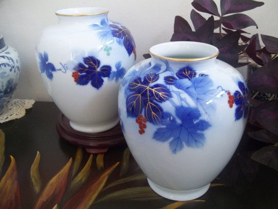 Two Fukagawa Vases Large Grape Leaves By Guamantiquesnstuff