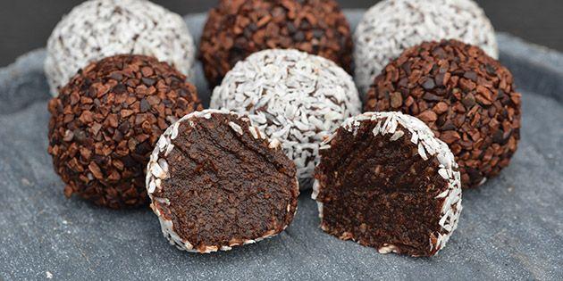 Skønne sunde romkugler, der smager syndigt, men er lavet helt uden tilsat sukker og mel. De har både en lækker konsistens og den helt rigtige smag af rom og kakao.