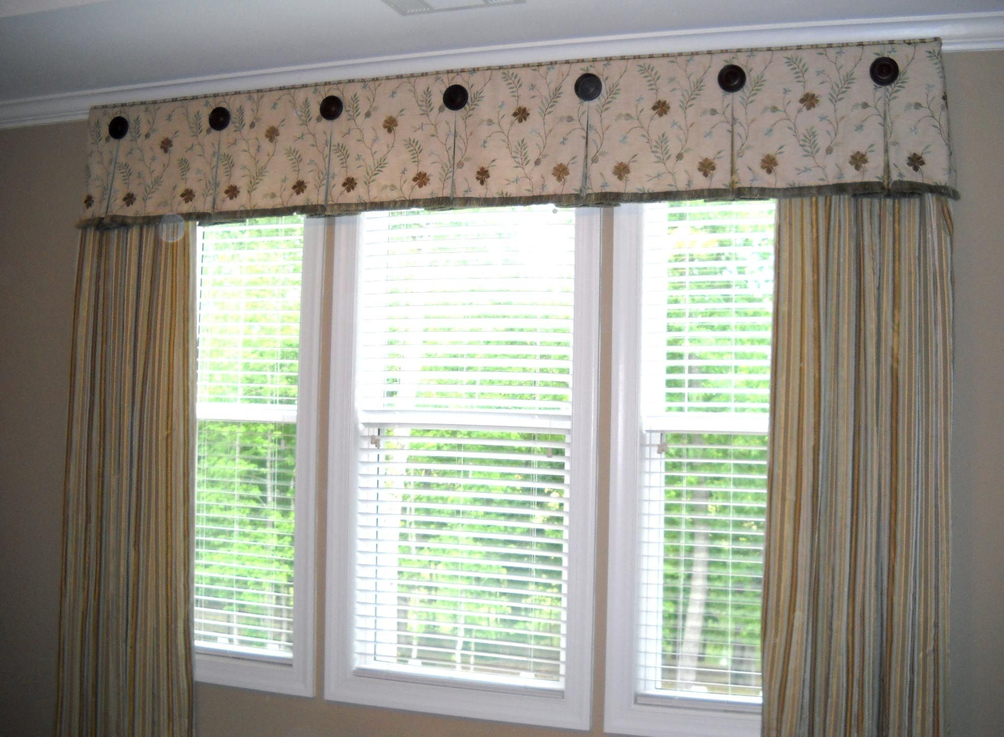 Windowtreatments Box Pleat Valance With Medallion Accents Www