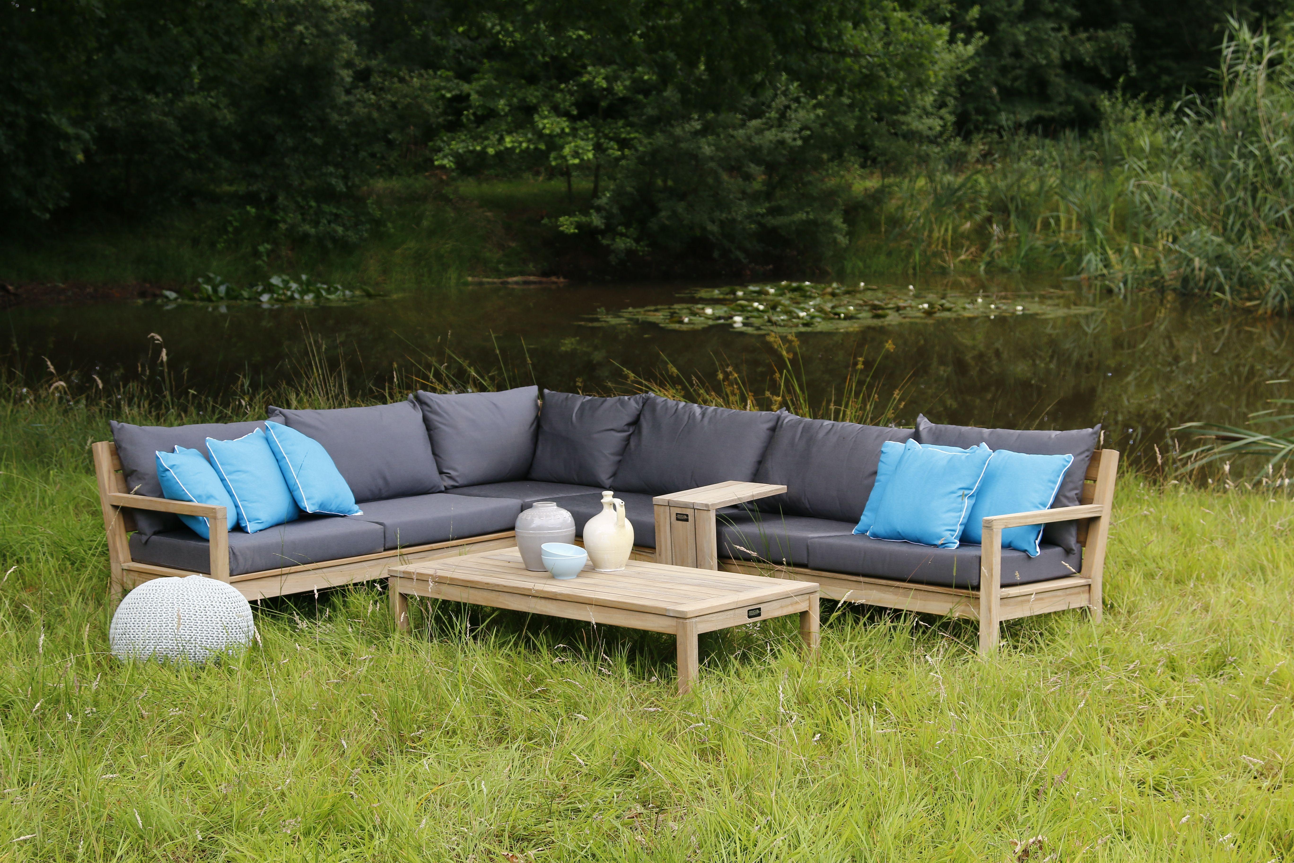 Lage rechthoekige lounge tafel in het gras bij loungeset van hout tuintafel inspiratie kees - Kees smit gartenmobel ...